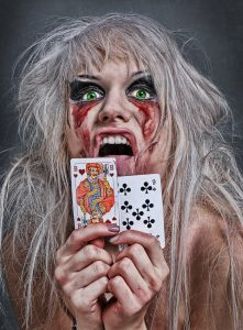 blutiges Kartenspiel